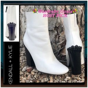 """HP🌺KENDALL + KYLIE Leather """"Haedyn"""" Ankle Bootie"""